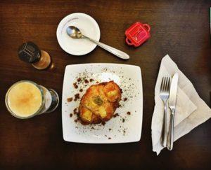 Croissant com queijo e proteína de soja, tudo vegano!
