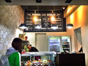 O interior do Fome de Bolo.